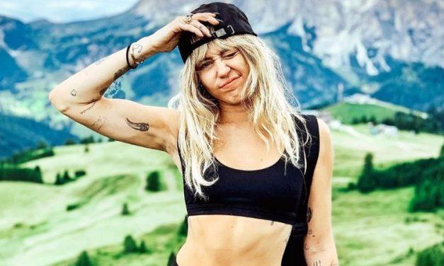 Durante todo el escándalo Miley libera un nuevo tema!