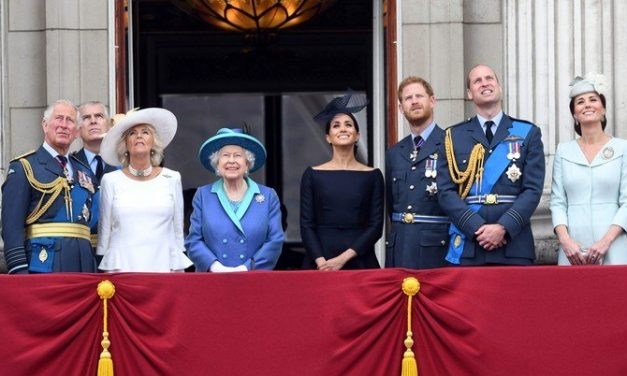 Renunciaron a la Corona Real!